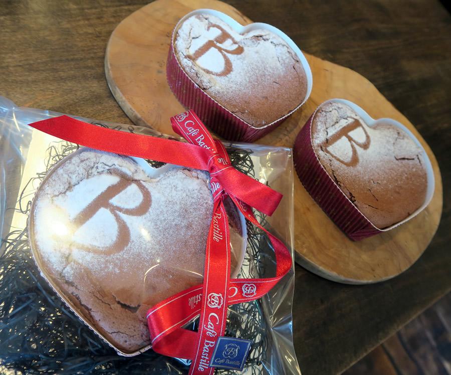 【バレンタイン期間限定 ! ハート型ショコラ発売中 !! 】